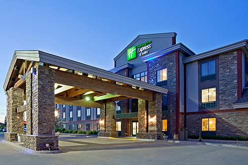 Nestled In The Heart Of Minnesota Close To Major Businesses And Attractions Holiday Inn Express Brainerd Baxter Hotel Is Home Three Bear Water